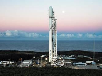 "SpaceX成功发射互联网卫星,搭建太空""星链"""